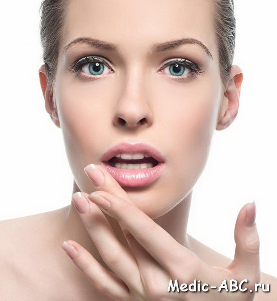 Как вылечить заеды в уголках рта?