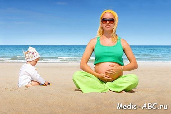 Можно ли беременным купаться и загорать