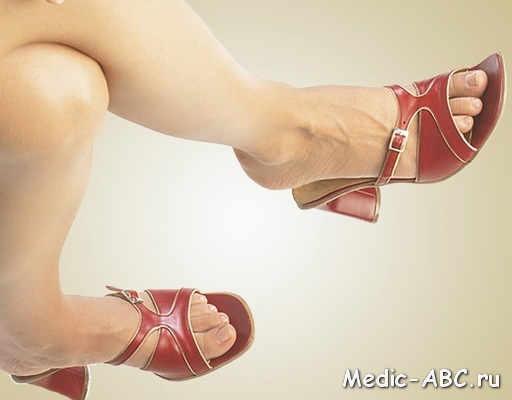 Почему появляются пятна на ногах?