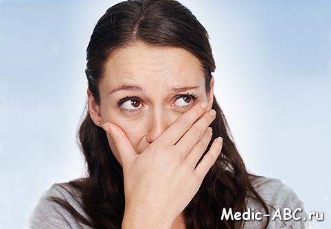 запах сигарет изо рта у некурящего причины